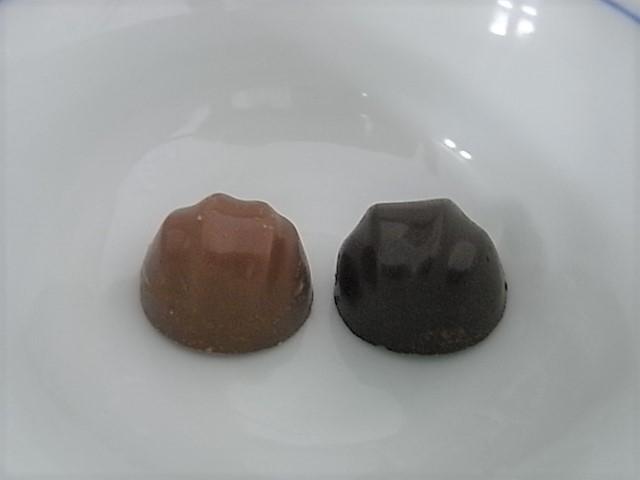 チョコレート効果 カカオ72%コク深マカダミアといつものマカダミアチョコレート、食べ比べしてみた。どちらが美味い?